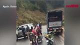 Đoàn người bị xe tải tông trúng khi đang dừng chờ giải quyết tai nạn giao thông