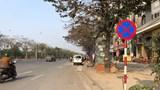 Nhiều vi phạm trên đường gom Đại lộ Thăng Long