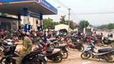 Người dân đổ xô đi mua xăng dầu tích trữ: Bộ Công Thương nói gì?