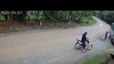 Xe tải vào cua ẩu suýt cướp mạng sống của người phụ nữ đi xe đạp