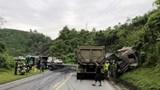 Xe đầu kéo đâm xe tải khiến 2 người nhập viện