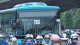 Hà Nội: Xe buýt không nhận thêm khách khi trên xe đủ 20 người