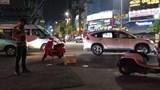 Ô tô bán tải va chạm với xe đạp điện khiến cháu bé 1 tuổi tử vong
