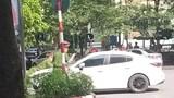 Khởi tố, bắt giam tài xế điều khiển xe Mazda hất cảnh sát lên nắp capô