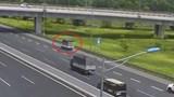 Nữ tài xế điều khiển xe đi lùi trên cao tốc Hà Nội - Hải Phòng