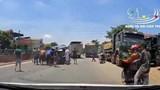 Clip: Ô tô tải bị xe ben đâm tách làm đôi ở Ninh Bình