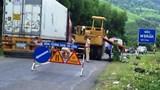 Xe lu cán chết một công nhân đang làm đường