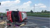 Xe container tông xe khách lật ngửa, 2 người tử vong