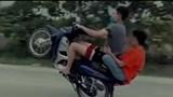 """Cái kết đắng cho nam thanh niên chạy xe máy """"bốc đầu"""" đăng Facebook"""