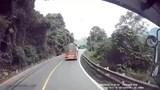 Video: Vượt ẩu gây họa cho xe khác, tài xế bị đánh trên đèo Bảo Lộc