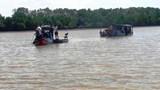 Bến Tre: Lật ghe trên sông Ba Lai, 2 người chết, 2 người mất tích