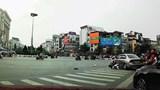 Hà Nội: Nữ tài xế đạp nhầm chân ga, ủi bay 2 xe máy tại ngã sáu Ô Chợ Dừa