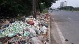 Rác thải ngập Đại lộ Thăng Long: Đề xuất lắp rào bảo vệ, tránh đổ trộm