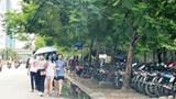 [Điểm nóng giao thông] Người đi bộ bị đẩy xuống lòng đường Nguyễn Hoàng
