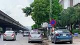 Ô tô dừng đỗ dưới biển cấm trên đường Nguyễn Xiển