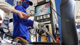 Thu phí bảo trì đường bộ qua xăng dầu: Đừng đẩy rủi ro về phía người dân