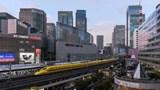 Sống dưới đường sắt trên cao ở Tokyo