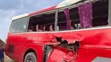 Hà Nội: Xe chở học sinh va chạm với tàu hỏa ở Nam Từ Liêm do cố băng qua lối đi tự mở