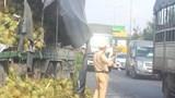 Xe tải tông đuôi xe container, QL51 ùn tắc kéo dài