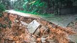 Hà Tĩnh: Mưa lớn khiến nhiều tuyến đường, bờ biển bị sạt lở nghiêm trọng