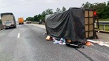 Tai nạn giao thông mới nhất hôm nay 29/10: Lật xe chở đoàn người đi cứu trợ ở vùng lũ Quảng Bình