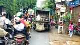 [Điểm nóng giao thông] Ùn ứ giao thông vì xe thu gom rác