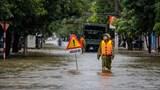 Hà Tĩnh: Nước lũ tiếp tục dâng cao, quốc lộ 1A có điểm ngập sâu cả mét