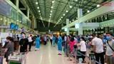 Bắt buộc hành khách đeo khẩu trang tại sân bay và trên máy bay