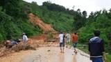 Tìm kiếm người đi đường bị vùi lấp ở Quảng Nam
