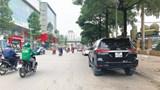[Điểm nóng giao thông] Nhiều xe ô tô dừng đỗ sai quy định trên phố Tôn Thất Tùng