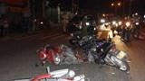 Xe điên đâm 10 xe máy dừng đèn đỏ, nhiều người bị thương