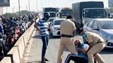 Bắt khẩn cấp tài xế xe tải cố tình đâm vào xe của Cảnh sát Giao thông