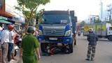 Đà Nẵng: Dừng đèn đỏ, cô gái bị xe tải cán tử vong thương tâm