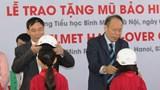 400 mũ bảo hiểm đạt chuẩn được trao cho học sinh khuyết tật Hà Nội