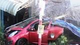"""Tai nạn giao thông mới nhất hôm nay 5/12: """"Xe điên"""" đâm sập quán cà phê, lùa hàng loạt phương tiện trên vỉa hè"""