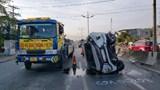 Tai nạn giao thông mới nhất hôm nay 6/12: Xe 7 chỗ lật nhào trên cao tốc, 2 người thoát chết thần kỳ