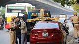 Cảnh sát giao thông Hà Nội đồng loạt ra quân xử lý ô tô dừng đỗ trái luật