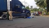 Tai nạn giao thông mới nhất hôm nay ngày 11/12: Va chạm với xe đầu kéo, nam thanh niên đi xe máy tử vong