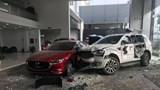 Nữ tài xế tông trúng người đi đường rồi lao thẳng vào showroom ô tô