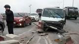 Tai nạn giao thông mới nhất hôm nay 17/12: Ô tô ''cày'' dải phân cách cầu Thanh Trì, giao thông ùn ứ cả cây số