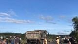 Ô tô tải chạy ẩu, lấn làn tông vào 2 xe máy