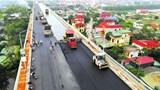 Hối hả trên công trường sửa mặt cầu Thăng Long