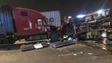Xe container tông lật xe tải khi đang gặp sự cố