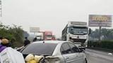 Ô tô con hư hỏng nặng do chuyển làn ẩu trên Quốc lộ 5