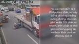 [Clip] Thót tim trước cảnh tài xế xe máy lách khỏi gầm xe tải