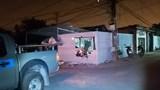 Nam thanh niên điều khiển xe máy tông sập tường nhà dân