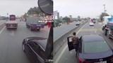 Cố vượt bị bấm còi, xe con chặn đầu xe khách gây sự