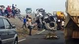 Tai nạn giao thông mới nhất hôm nay 30/1: Xe đầu kéo khiến đường sắt Bắc - Nam tê liệt