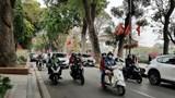 Mùng 1 Tết Tân Sửu, người dân Hà Nội ra đường chúc Tết, nhiều tuyến phố sôi động