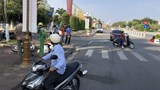 Ô tô 4 chỗ tông xe máy, một người nhập viện khẩn cấp